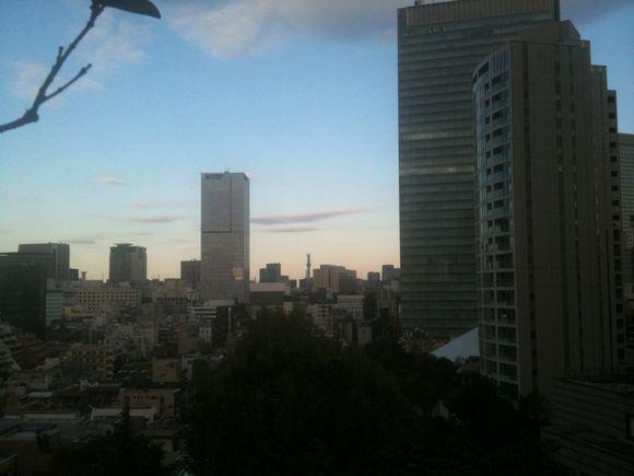 赤坂のシックス・アパートオフィスからスカイツリーが肉眼で見えた!